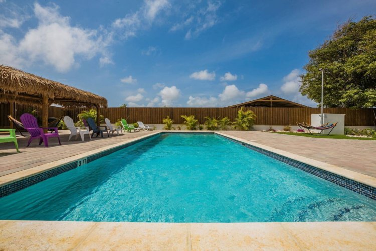 Aruba-Apartment-Pool-with-Louge-Chair